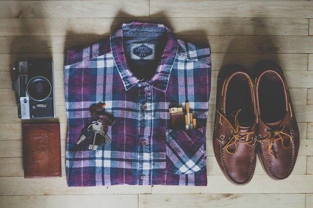シャツ、ズボン、靴の画像