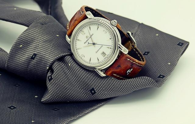 おしゃれな時計とズボン