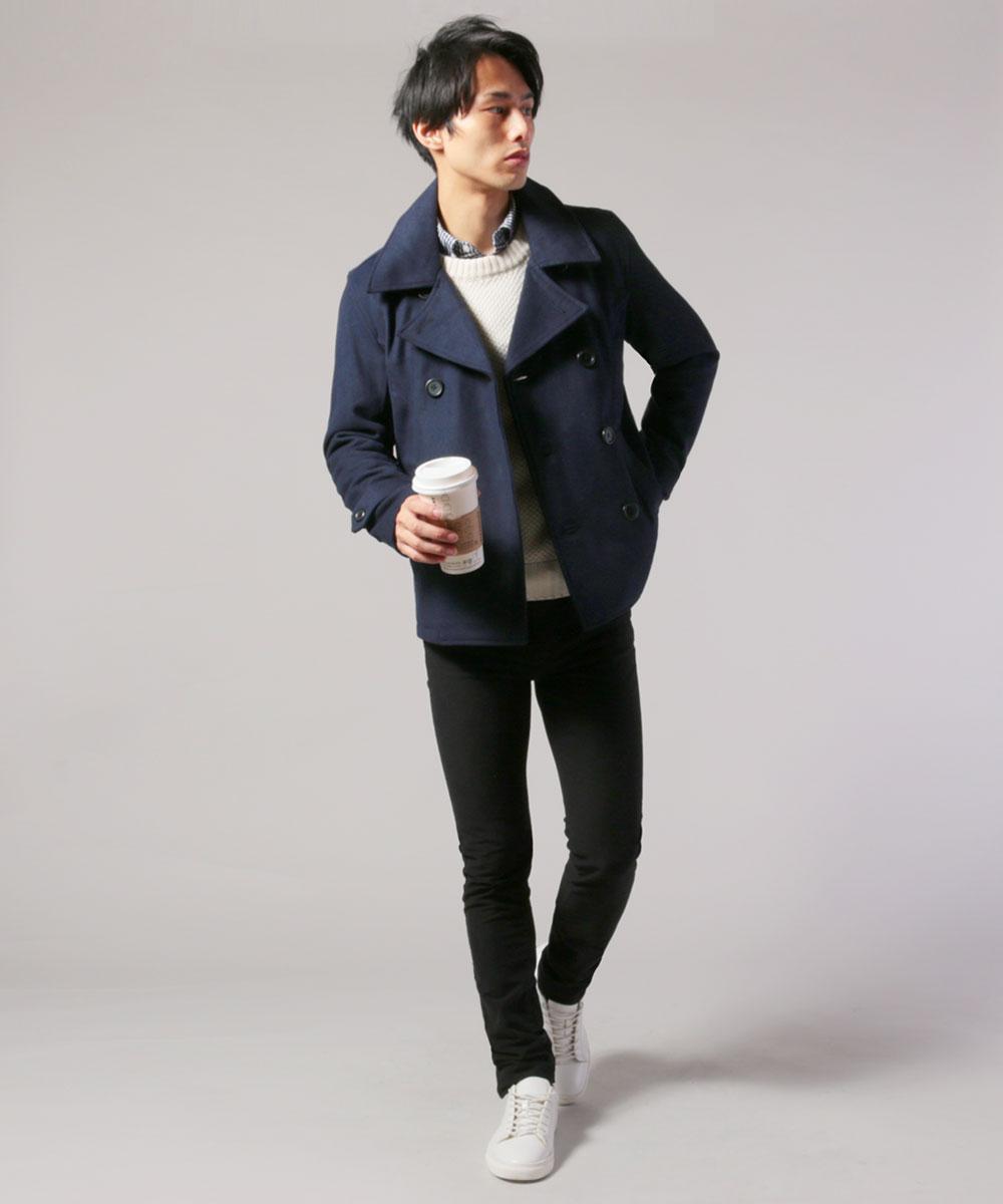 Pコートを着た男性モデル